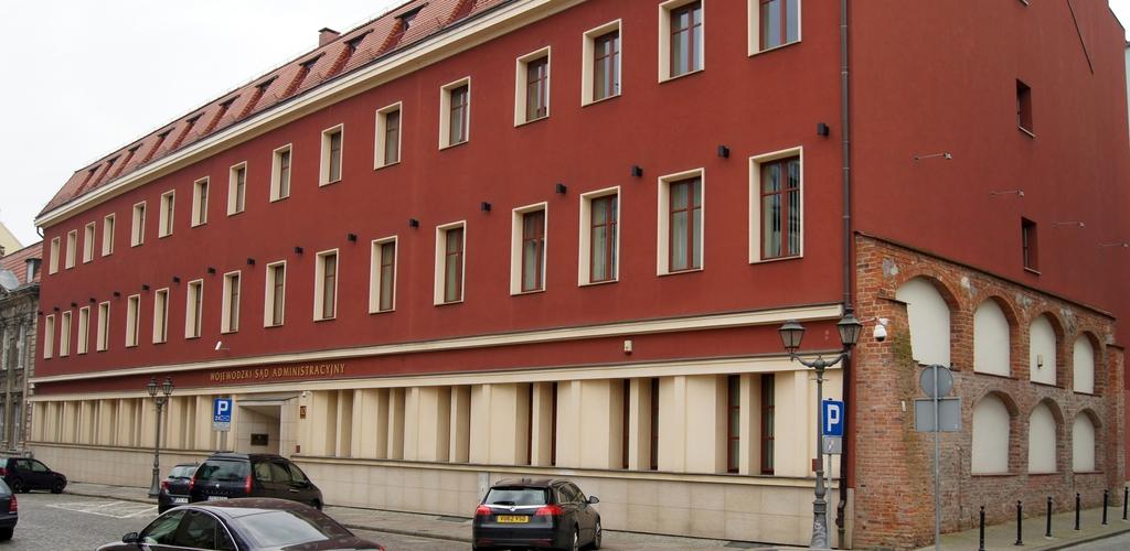 Budynek WSA w Szczecinie. Widok z zabytkową ścianą. (2015 r.)